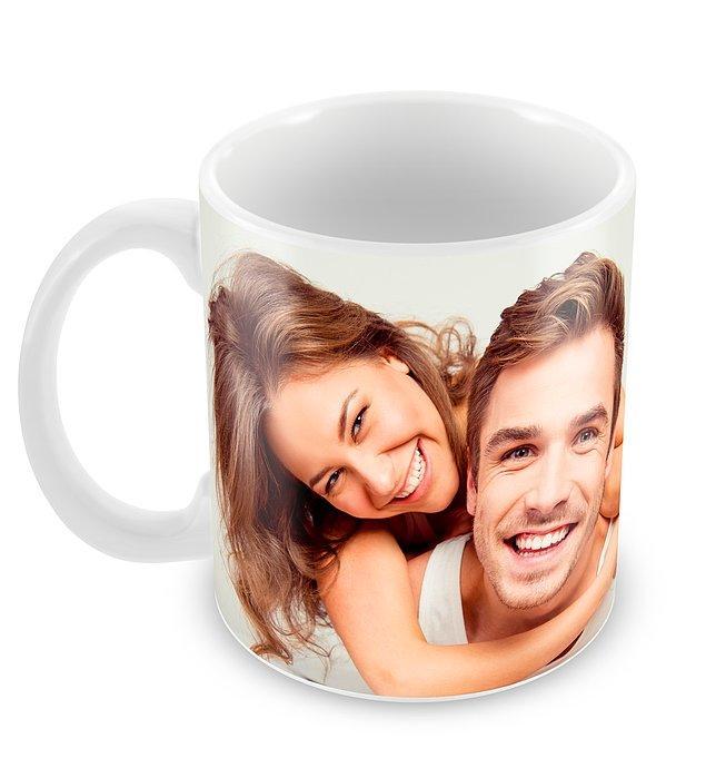 1. Sabah kahvesinin ilk yudumuyla beraber sizi hatırlatacak özel bir hediye var: Kişiye özel, kendinizin tasarlayabileceği bir kupa!