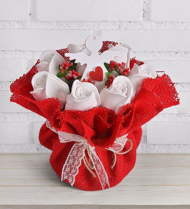 7. Keşke güzelim güller hiç solmasa, hep de güzel koksalar diyenler için: Kokulu taş aranjmanı!