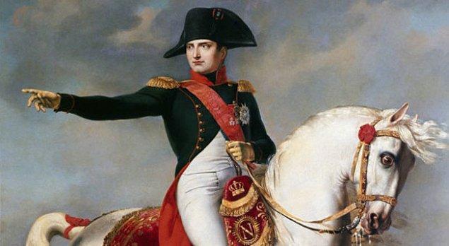 İhtilal yıllarında Napolyon Bonapart, adı çok az kişi tarafından bilinen basit bir subaydı.