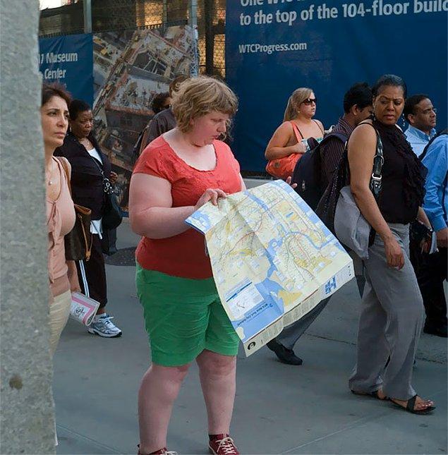 4. Peki bunu yapmak aklına nasıl geldi? 2010 yılında Times Meydanı'nda fotoğraf çektirirken, arkasındaki adamın kendisine dikkatlice baktığını fark etti. Bunu bir süre yapmıştı.