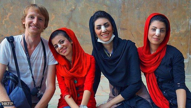 İran burun estetiğinde öyle bir noktada ki, doğal burunlu bir İranlı kadın görmediği için İranlı kadınları küçük kalkık burunlu sanan çok insan var.