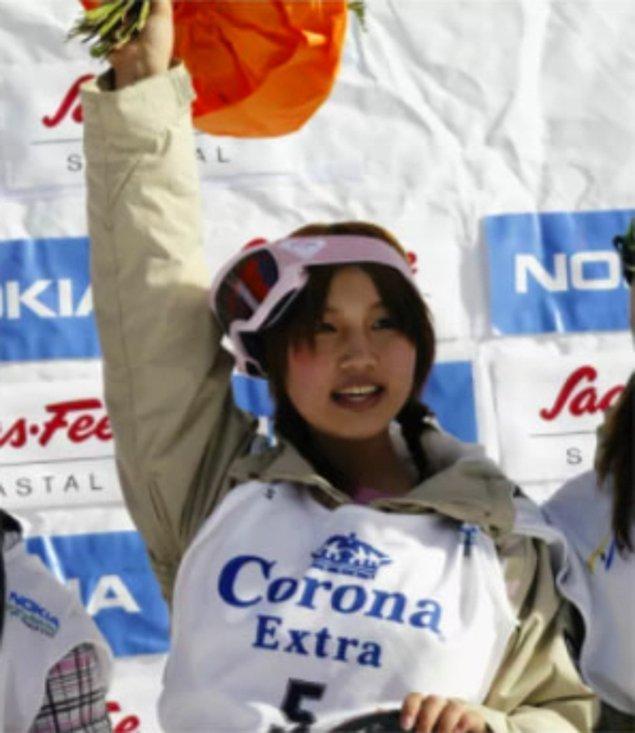 Ve sadece 4 günlük bir ısınma sürecinden sonra Japonya'daki tüm kayak yarışmalarını kazandı!