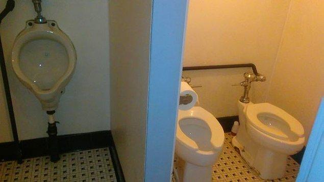 16. Tuvalette el ele vermek isteyenler vardır belki...