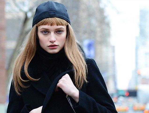 Saçınızın aksesuarı kahkülünüz olacak elbette ama özellikle bu yılın modası ressam bereleriyle nasıl yakıştığına inanamayacaksınız! Adeta Parisyen bir edayla sokak stilinize yeni bir soluk kazandırabilirsiniz.