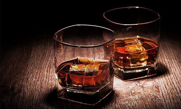 2. Jack Daniels çalışanları maaşlarının yanında bir şişe de viski hediye alıyor.