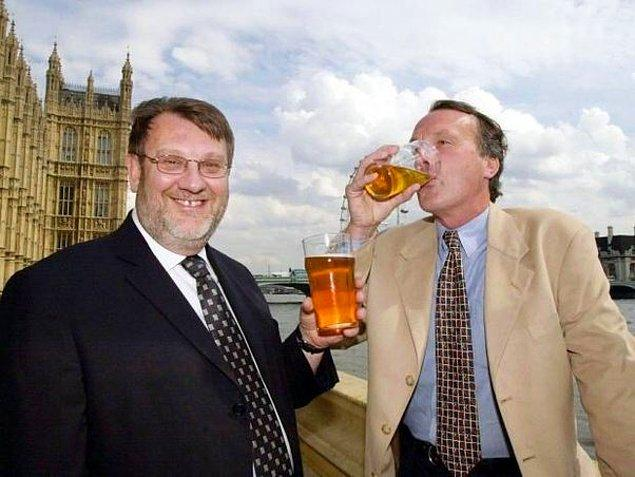 22. İngiltere meclisinde alkol sadece bir istisna dışında yasaktır: Başbakan yıllık bütçe beyanını yaparken.