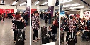 Mükemmel Bir Atmosfer Yaratarak Sevgilisine Havalimanında Evlenme Teklif Eden Kadın