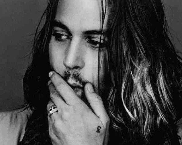 2. Johnny Depp'in '3' dövmesi: