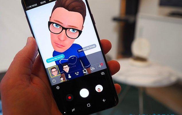 Samsung Galaxy'nin yeni üyeleri rekabette kendilerine iPhone X'i  seçmiş, iPhone 8'i değil.