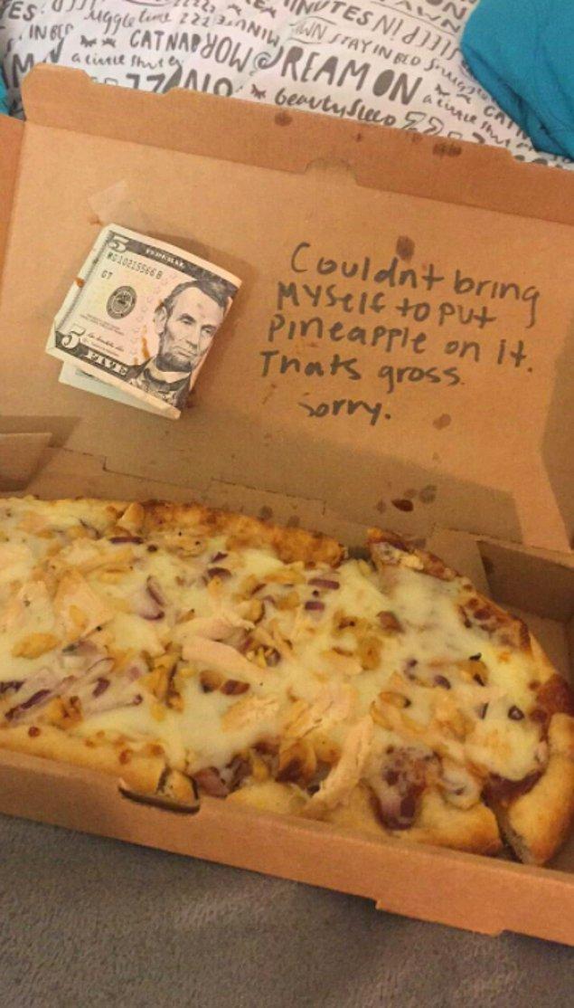 13. Ananaslı pizza siparişi verip pizzacının ağır eleştirisini yiyen eleman: