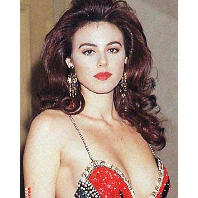 2. Ardından Senegal'de düzenlenen Avrupa Güzellik yarışmasında da 3. olarak dönüyor ülkesine.