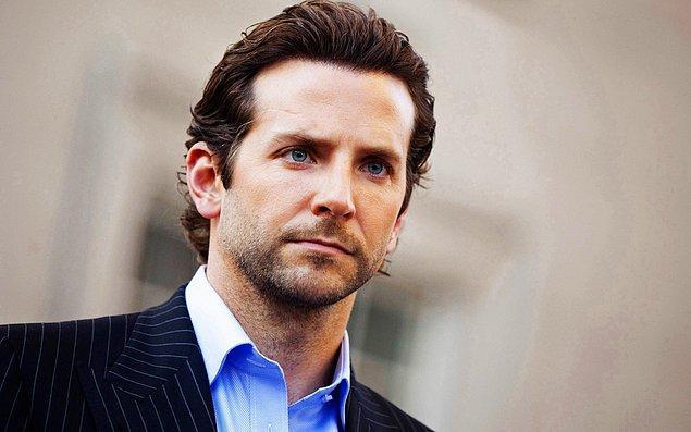 4. Neden böyle bir şey yaptığını asla bilmesek de, bir dönem Bradley Cooper saçlarına perma yaptırmıştı.