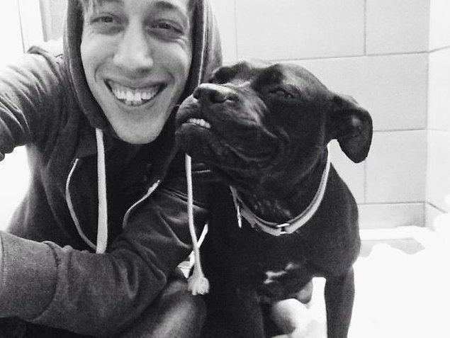 """13. """"Çalıştığım barınaktaki köpek bugün bana gülümsemeyi öğretti."""""""
