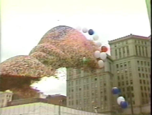 7. Ve 1986 yılında gökyüzünü süsleyen balon yığını iki kişinin hayatını kaybetmesine neden oldu.