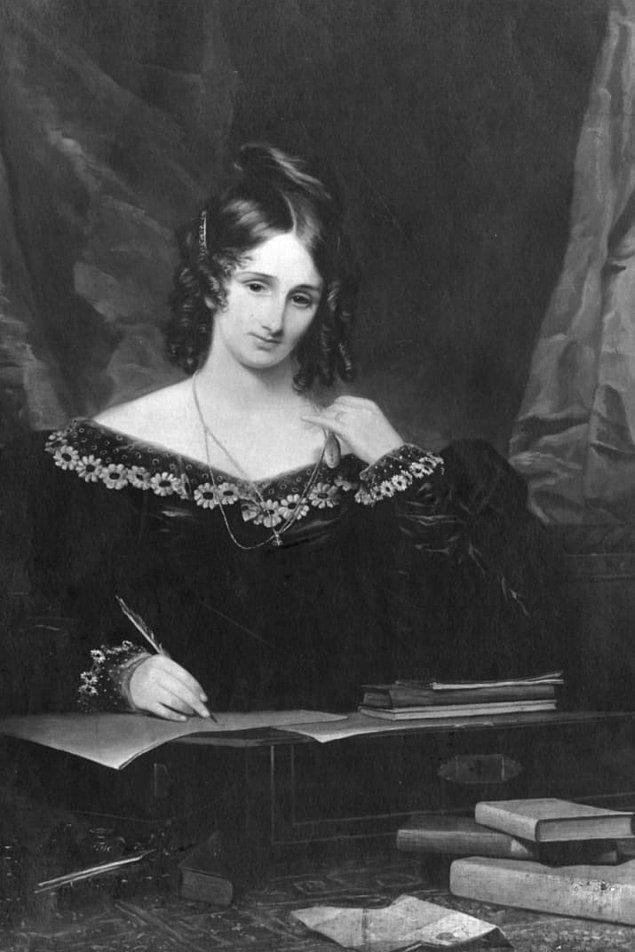 11. Yazar Mary Shelley, eşinin kalbini şiirlerinden birine sararak masasında 30 yıl boyunca sakladı.