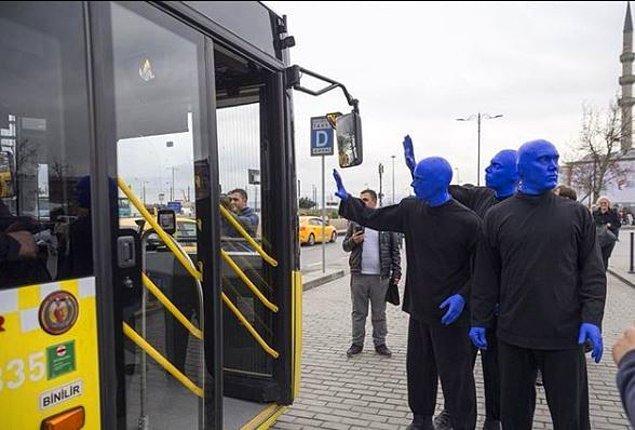 8. Kreeler İstanbul'da yolculara el sallıyor...
