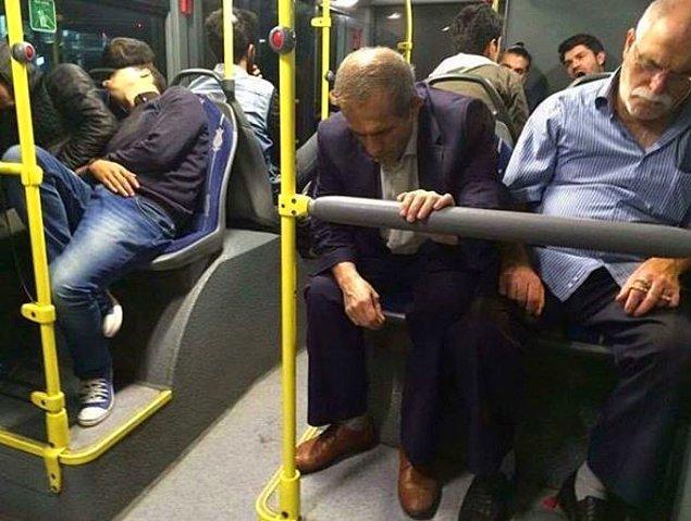 13. Ölüler otobüsü mü bu? :)