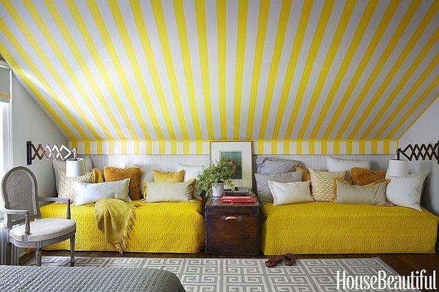 8. Neşeli bir havası olsun diye sarı çizgiler ile bezenmiş yatak odası