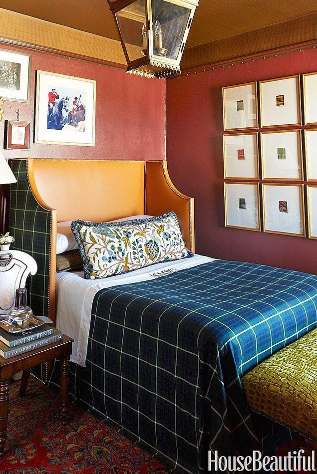 15. Sıcacık geceler için, farklı bir yatak başlığı tasarımlı marsala yatak odası