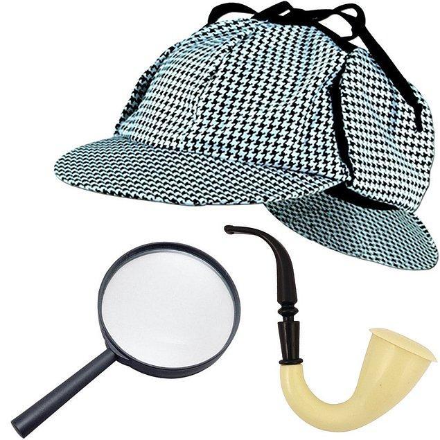 8. Mükemmel bir dedektif olmak için gerekenler. Ekoseli ve kulaklı şapka, büyüteç ve pipo. Şimdiden sizde bir Sherlock Holmes ışığı görmeye başladım bile.