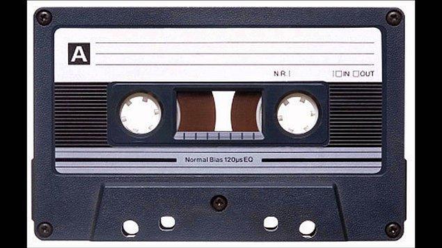 4. Bu kasetin içinde adamı ipe götürecek şeyler var😢