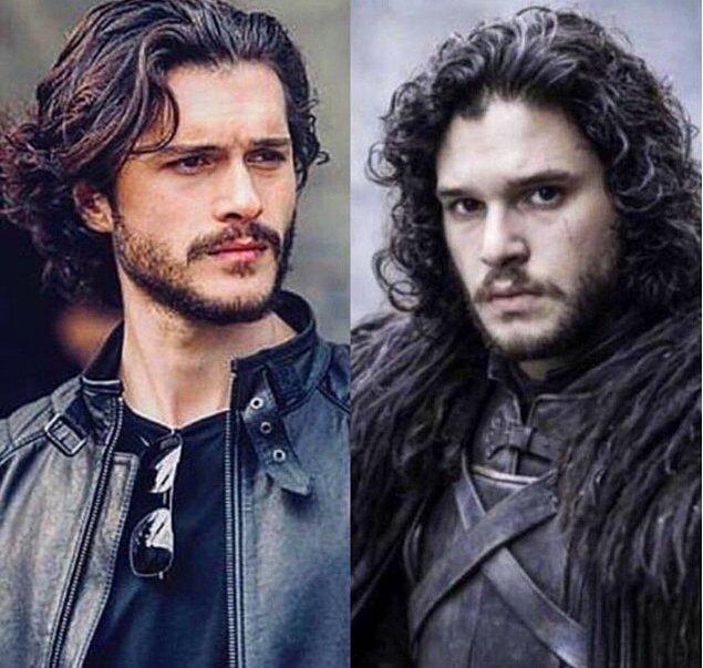 Bu arada Game of Thrones'un Jon Snow'u Kit Harington'a olan benzerliğiyle de gözlerden kalpler çıkartıyor. 😍