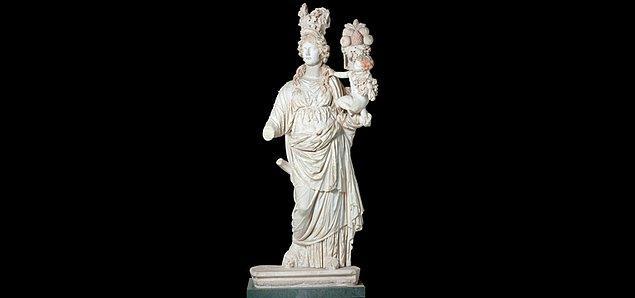 Roma döneminde yapılan ve Perge'den götürülen Tykhe Heykeli şu an Belçika'da...