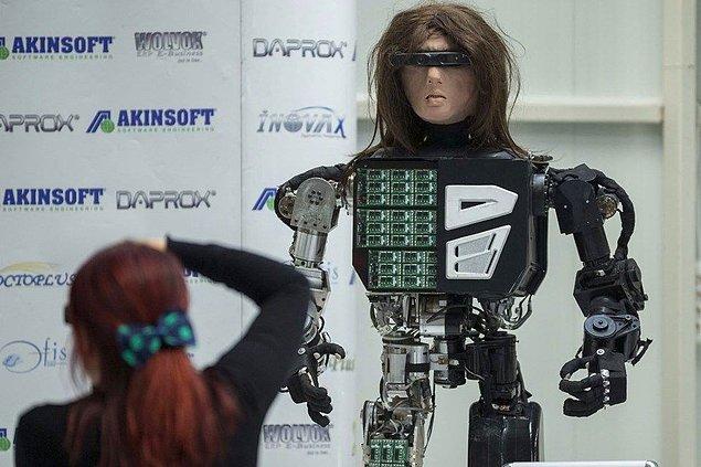 Akınsoft Yönetim Kurulu Başkanı Özgür Akın, fabrikada düzenlediği basın toplantısında, yazılım sektöründe yüksek teknoloji ürettiklerini söyledi.