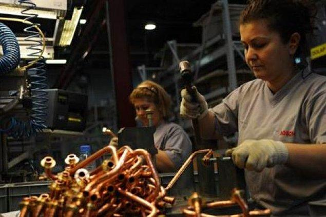İşsizlik ateşi kadınları daha çok yakıyor. Kadın işçinin gerçeği; sigortasız çalıştırılma ve düşük ücret...