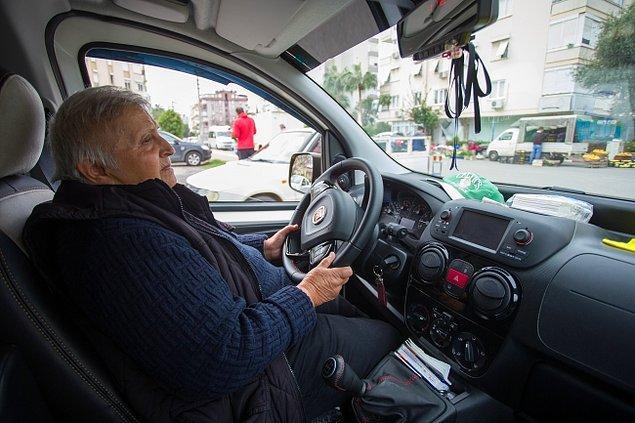 Fatma Güneş, 29 yıldır taksicilik yapıyor. Antalya'nın çeşitli duraklarında çalışan kadın 10 yıldır ise Yeşilbahçe Mahallesi'ndeki Ayanoğlu Taksi Durağı'nda.