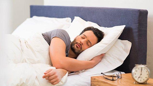 Hafta içi ya da hafta sonu, her gün aynı saatte yatıp aynı saatte kalkın.