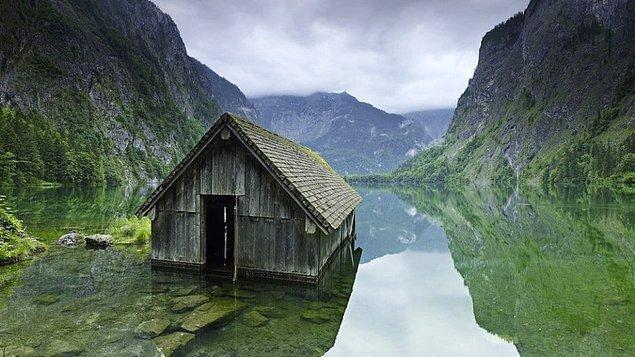 1. Almanya'daki bir balıkçı kulübesi.