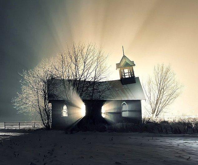 9. Kanada'dan bir kilise.