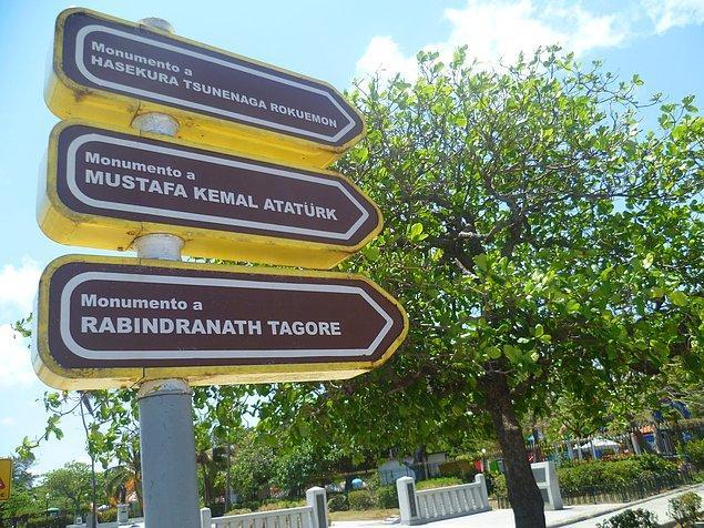 Atatürk'ün ismi bir sokağa da verilmiş.