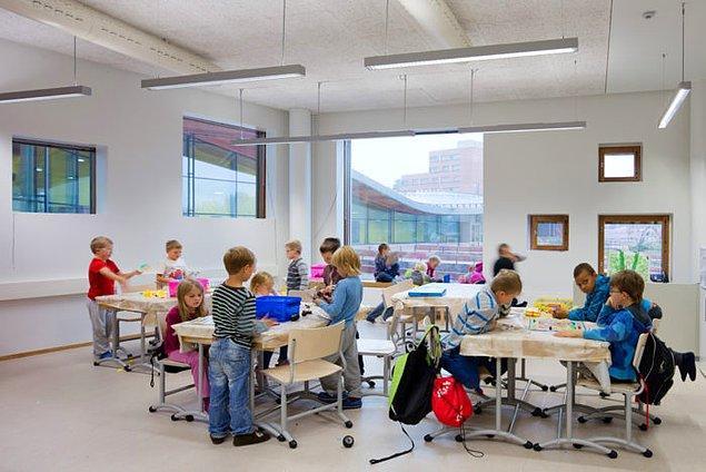 1. Finlandiya'da öğle yemeği, okul malzemeleri ve hatta geziler de dahil eğitim tamamen ücretsiz.