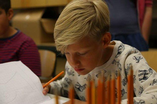 3. Üçüncü sınıftan önce not sistemi olmayan Finlandiya'da, notlar yalnızca öğrencilere bildiriliyor.