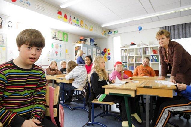 2. Her öğrenciye bireysel bir yaklaşım sunulan Finlandiya eğitim sisteminde, farklı zihinsel ve bedensel becerilere sahip çocuklar bir arada okuyor.