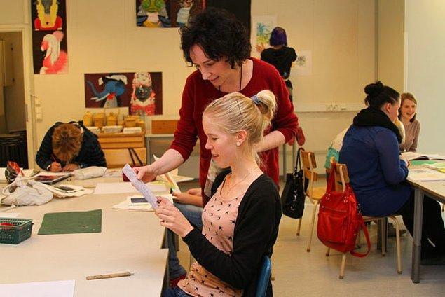 10. Öğretmenlik çok prestijli bir meslek olarak görüldüğü için çocuklar en iyi öğretmenlerden eğitim alıyor.