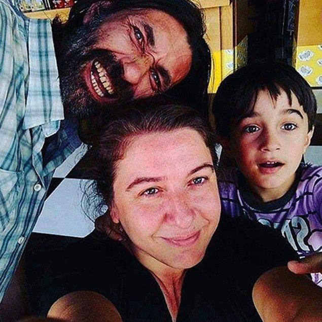 Mesleği gereği hep kötü adam rolünü oynasa da aslında pamuk gibi bir insan. Ailesiyle birlikte İzmir'de yaşayan Nebil Sayın evli ve 2 çocuk sahibi.