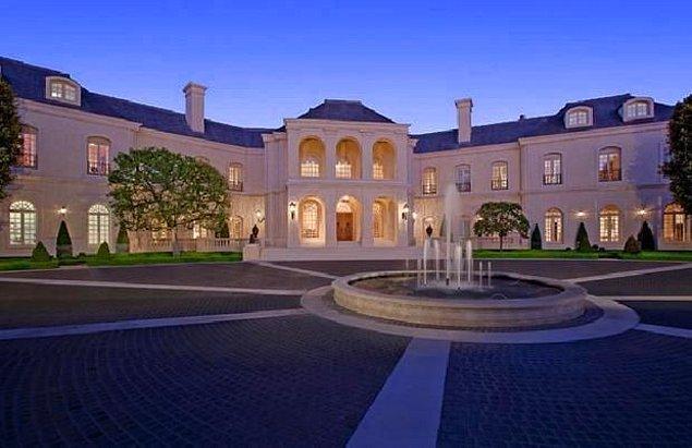 Los Angeles bölgesinin en büyük evi olan The Manor, yaklaşık 10 bin metrekare büyüklüğünde.