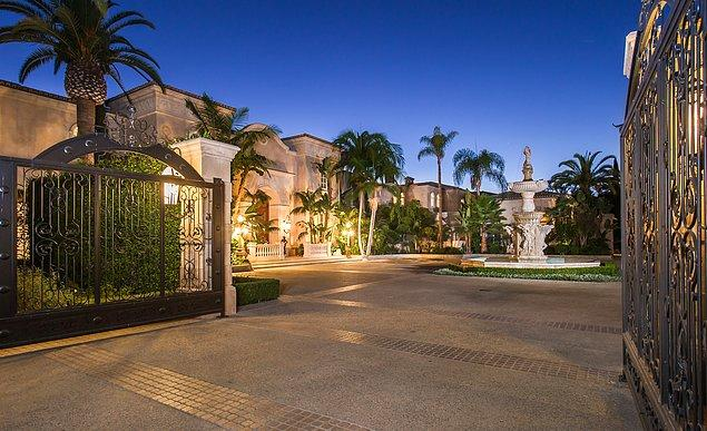 Bölgenin açık ara en gözde malikanesi mükemmel bir Los Angeles manzarasına sahip.