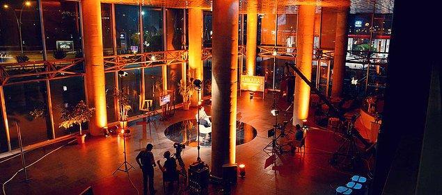 Satışa, grup bünyesindeki Hürriyet, Posta ve Fanatik gazeteleri, CNN Türk ve Kanal D televizyonlarının yanı sıra Yaysat da dahil.
