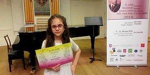 9 Yaşında Türkiye'nin Gururu: Defne Güngör Prag'da Yapılan Keman Yarışmasında Dünya Birincisi Oldu