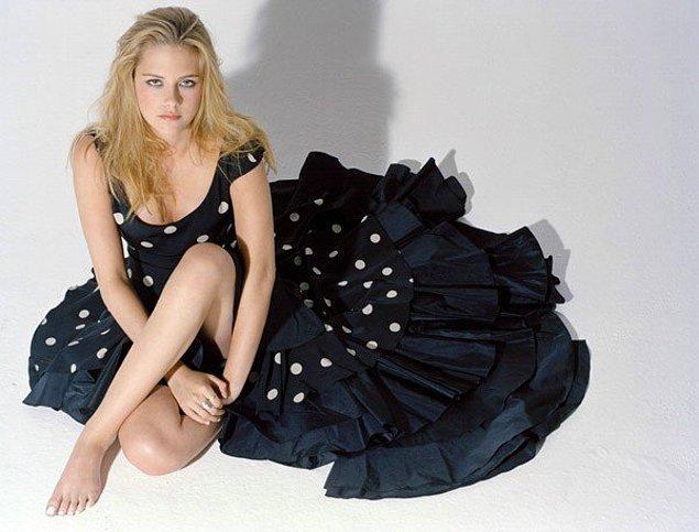 2007 yılında sapsarı bir modelle görüyoruz güzel oyuncuyu. Biraz daha uzattığı ve kat kısımlarını azalttığı bu saç modeli Kristen Stewart'a pek bir yakışmıştı.