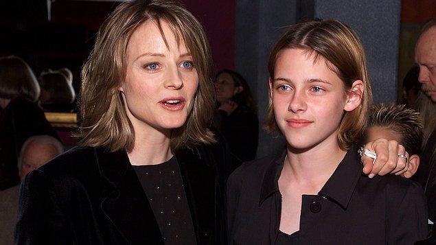Kristen Stewart, 2002 yapımı Panik Odası adlı filmde rol aldığında henüz 12 yaşındaydı. O günden bugüne çok sayıda filmde yer aldı, oyunculuğuyla adından sıkça söz ettirdi. Yıllar içerisinde hızla ve sürekli değişen saçları ise her zaman gündeme damgasını vurdu!