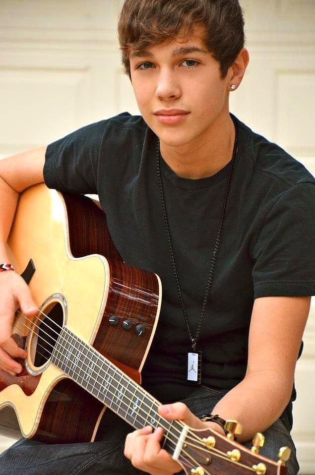 Aslına bakarsanız, Justin Bieber'a o dönem rakip olarak çıkan bir başka isim Austin Mahone'ye daha çok benziyor.