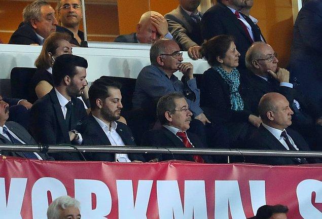 Kurultayda en dikkat çeken isim ise AKP kurucularından Abdüllatif Şener oldu.