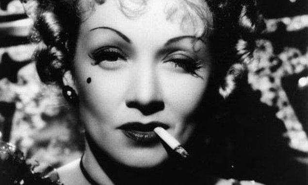 12. Sigaranın içindeki kimyasallar vücuttaki elastik yapıyı bozduğu için sigara içen kadınların memeleri içmeyenlere göre sarkmaya daha müsaittir.