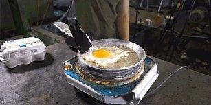 Hidrolik Pres Makinesi Altında Alüminyum Folyodan Tava Yapıp Üzerinde Yumurta Yaptılar!
