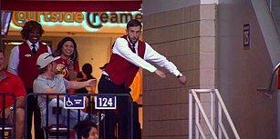 NBA Karşılaşmasının Önüne Geçen Yer Gösterici Adamın Muhteşem Dansı